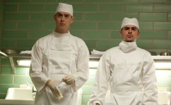 parkland-colin-hanks-zac-efron-doctors-whites-600-370