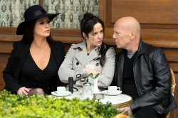 Bruce-Willis-Red-2