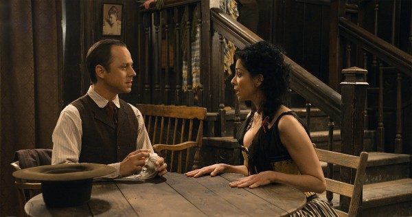 a-million-ways-to-die-in-the-west-sarah-silverman-giovanni-ribisi-600x316