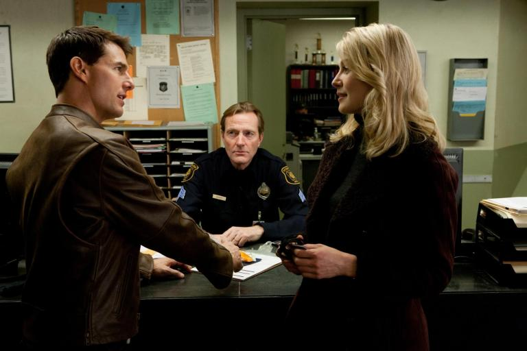 still-of-tom-cruise-and-rosamund-pike-in-jack-reacher-2012-large-picture